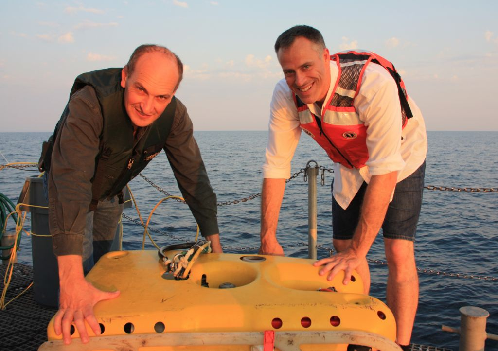 Mat t& Geoff of Seaview Systems ready the ROV for deployment