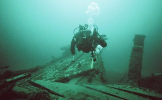 Craig Rich dives the Ironsides in 2008 (Photo by Valerie van Heest)